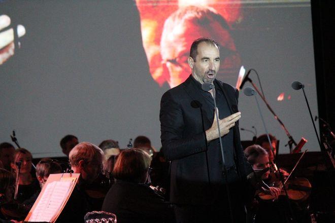 Звезды мировой оперы выступили на Стрелке - фото 17