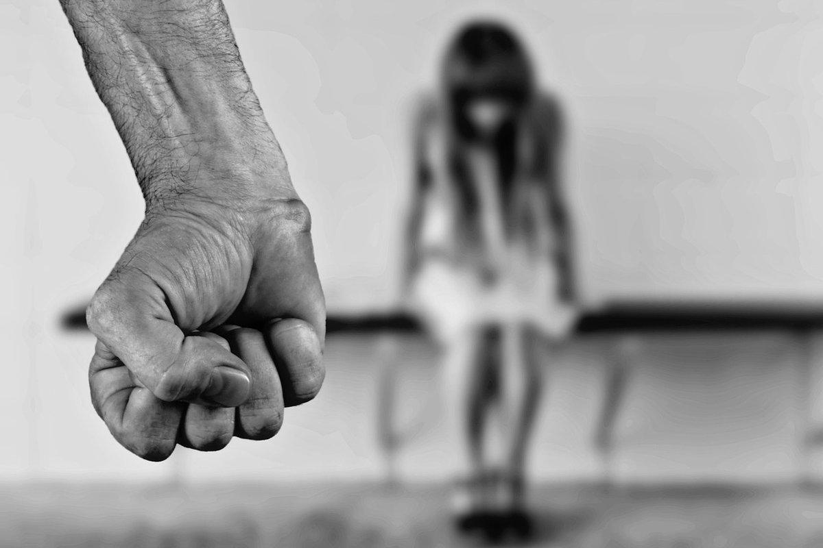 Нижегородец заплатит штраф 1000 рублей за прилюдные оскорбления жены - фото 1