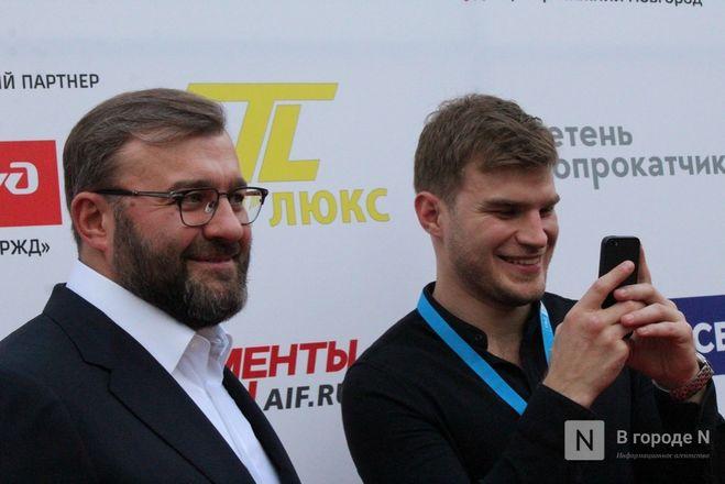 Маски на красной дорожке: звезды кино приехали на «Горький fest» в Нижний Новгород - фото 74