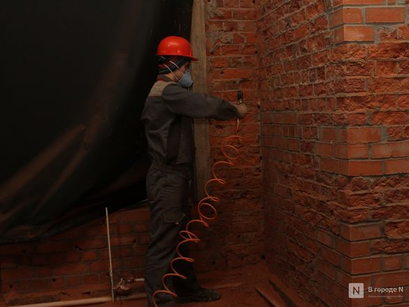 Инъекция для стен: как идет реставрация фасада нижегородской фабрики «Маяк» - фото 44
