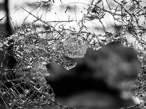 «Лада» влетела в столб в Почаинском овраге: двое пострадали