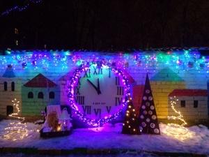 35 детсадов Автозаводского района засияли новогодней иллюминацией