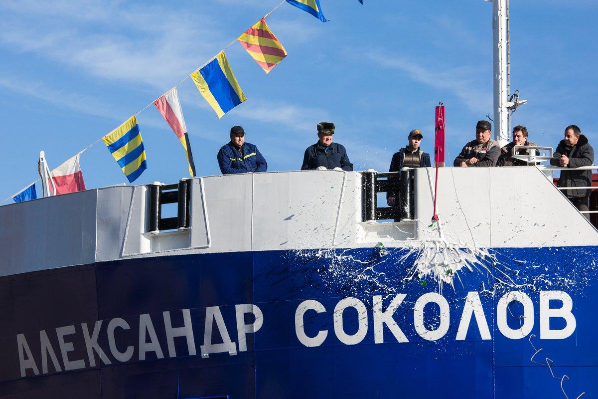 140-метровый сухогруз «Александр Соколов» спустили наводу