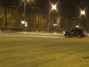 Дрифтеры устроили опасную езду на площади Минина (ВИДЕО)