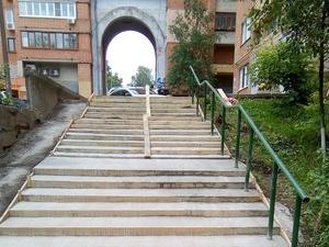 На улице Горького спустя много лет отремонтировали аварийную лестницу