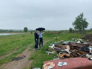 Владислав Атмахов лично убедился в наличии свалки в Вачском районе