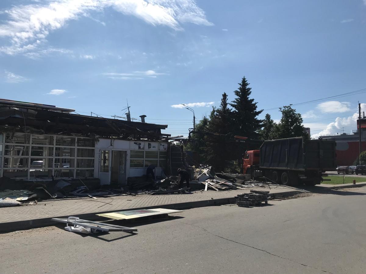 Бесхозный павильон снесли у подземного перехода на проспектк Гагарина - фото 1