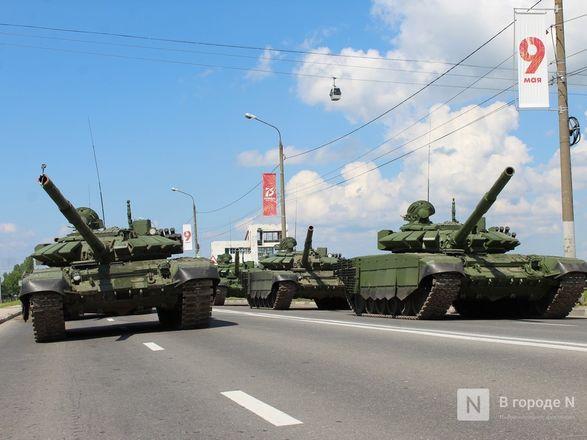 Танкисты в масках: первая репетиция парада Победы прошла в Нижнем Новгороде - фото 81