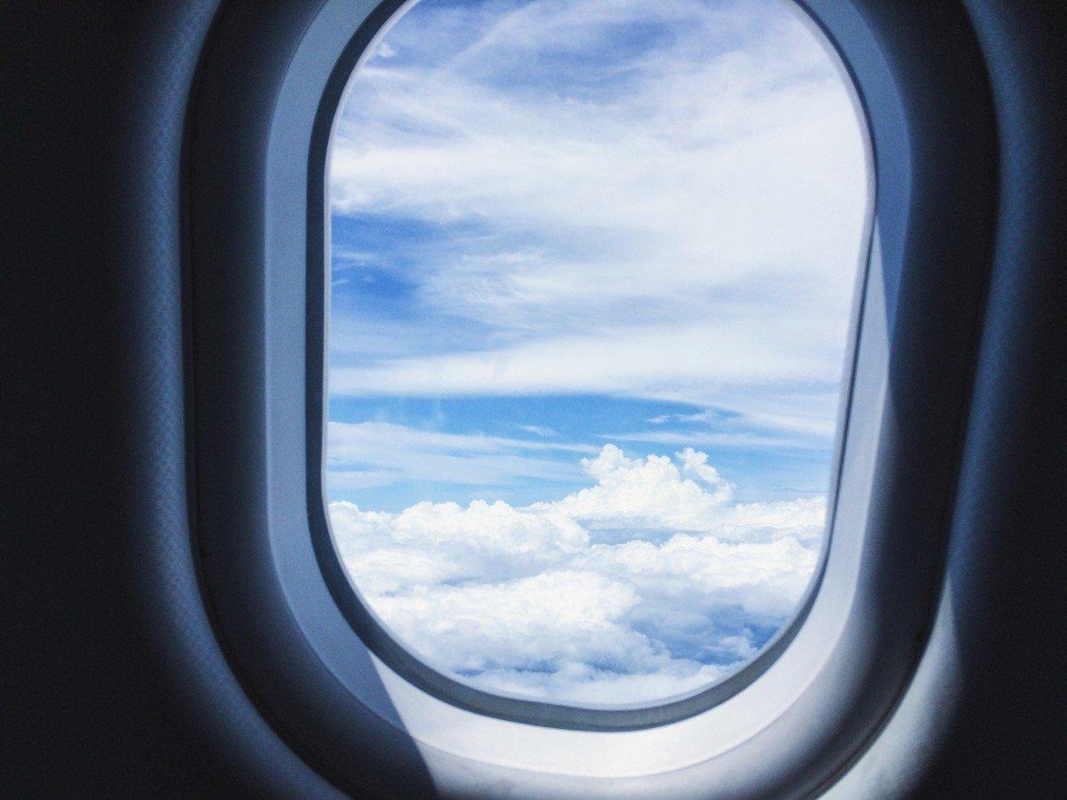 Почему иллюминаторы в самолете овальные, а не квадратные - фото 1