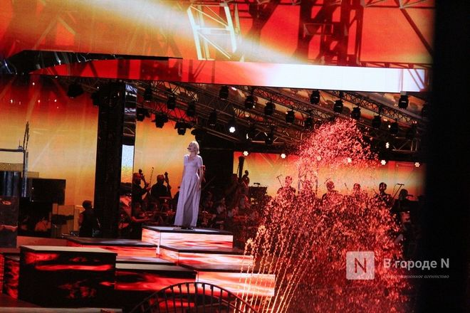 Огонь, вода и звезды эстрады: Как прошло гала-шоу 800-летия Нижнего Новгорода - фото 30