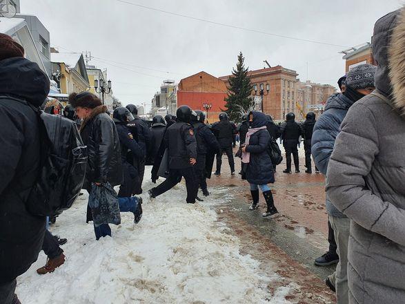 ОМОН перекрыл территорию на Большой Покровской из-за митинга - фото 3