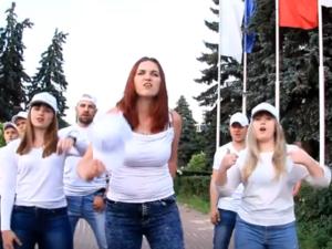 Работники ГАЗа зачитали рэп против американских санкций под девизом #SaveGAZ