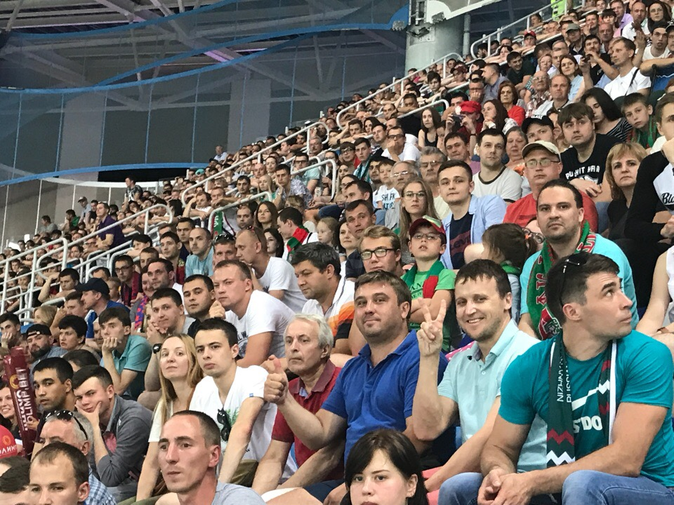 Фото болельщиков с матча за суперкубок