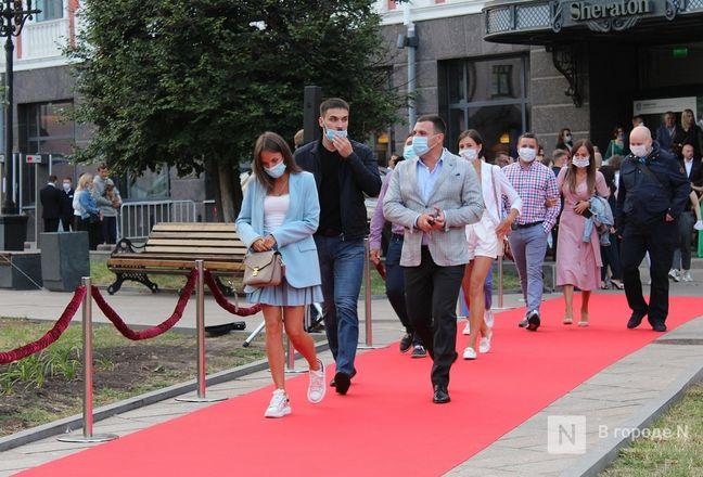 Маски на красной дорожке: звезды кино приехали на «Горький fest» в Нижний Новгород - фото 66