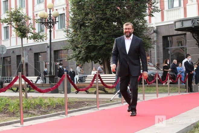 Маски на красной дорожке: звезды кино приехали на «Горький fest» в Нижний Новгород - фото 34