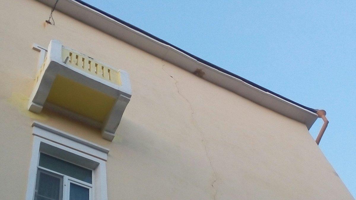 Дом на улице Челюскинцев в Нижнем Новгороде треснул от стройки по соседству  - фото 1