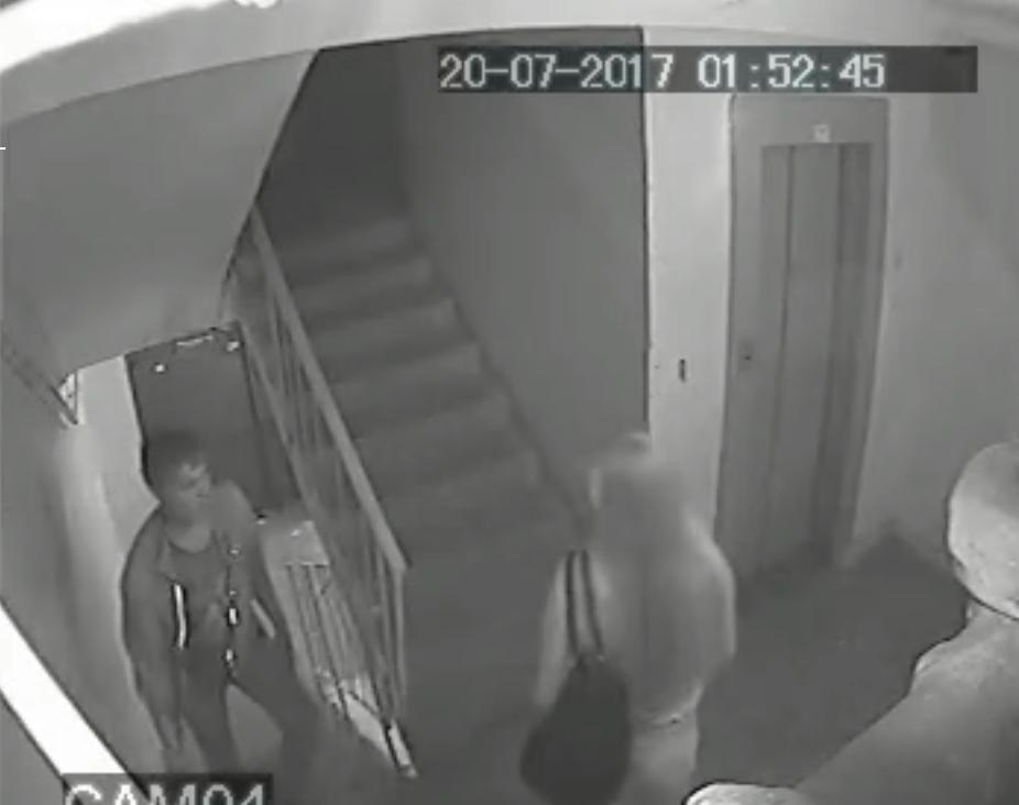 ВНижнем Новгороде неизвестный пытался надругаться над девушкой вподъезде