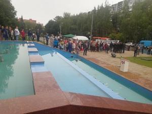 Фонтан на улице Рокоссовского открыли после ремонта